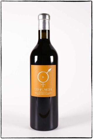 Photographie des bouteilles de Confusion, vin rouge du Mas des Caprices par Serge Briez pour Cap Médiations