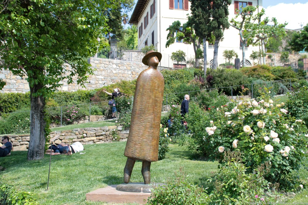 Sculpture de Jean Michel FOLON au jardin des Roses FLORENCE, photo Serge Briez®