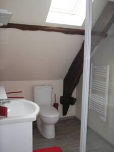Photo Salle de bain de la chambre Lot pour les Chambres d'hôte de Rouffiac, entre lot et Dordogne, Photo Serge Briez, Cap Médiations 2013