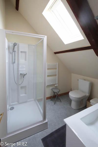 Photo Salle de bain de la chambre Dordogne pour les Chambres d'hôte de Rouffiac, entre lot et Dordogne, Photo Serge Briez, Cap Médiations 2013